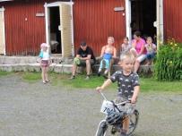 Kylätalolla toimittelemas, Pentti Salomäki